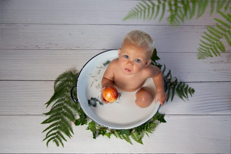 There are different ways of feeding your baby, choose what is right for you.
